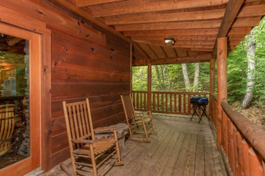 Photo of a Gatlinburg Cabin named Fishing Bears - This is the sixth photo in the set.