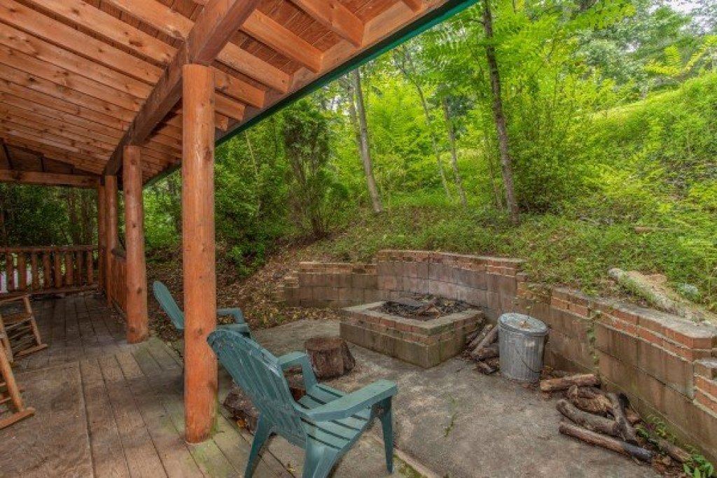 Photo of a Gatlinburg Cabin named Fishing Bears - This is the thirteenth photo in the set.