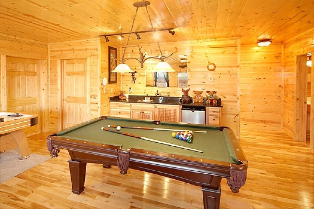 Photo of a Gatlinburg Cabin named Moose Mountain Lodge - This is the third photo in the set.