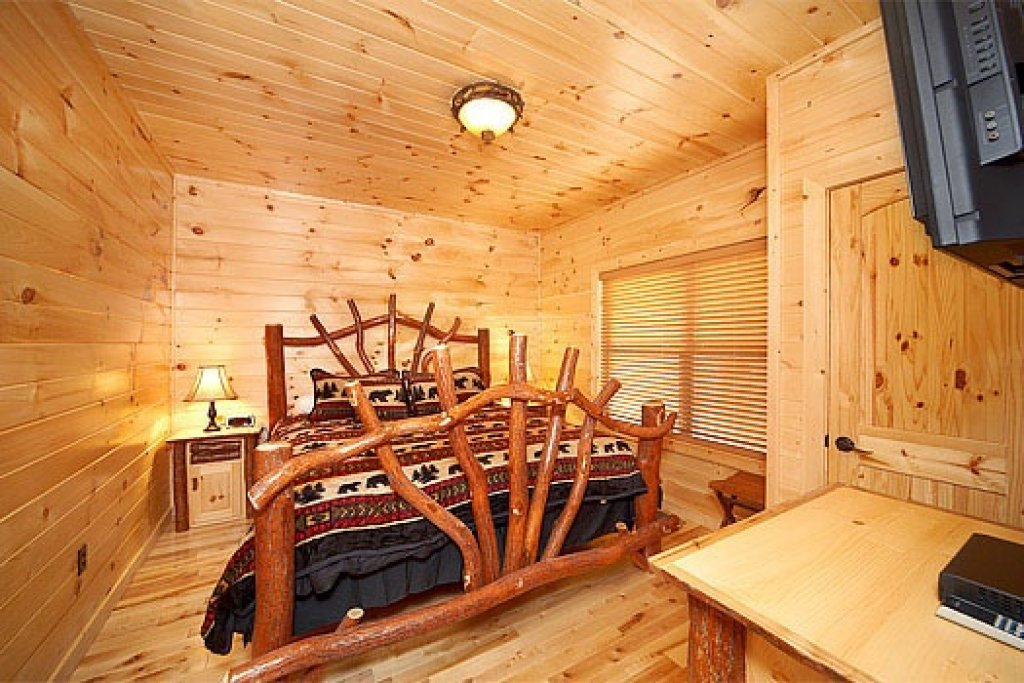 Photo of a Sevierville Cabin named Don't Blink! - This is the fourteenth photo in the set.