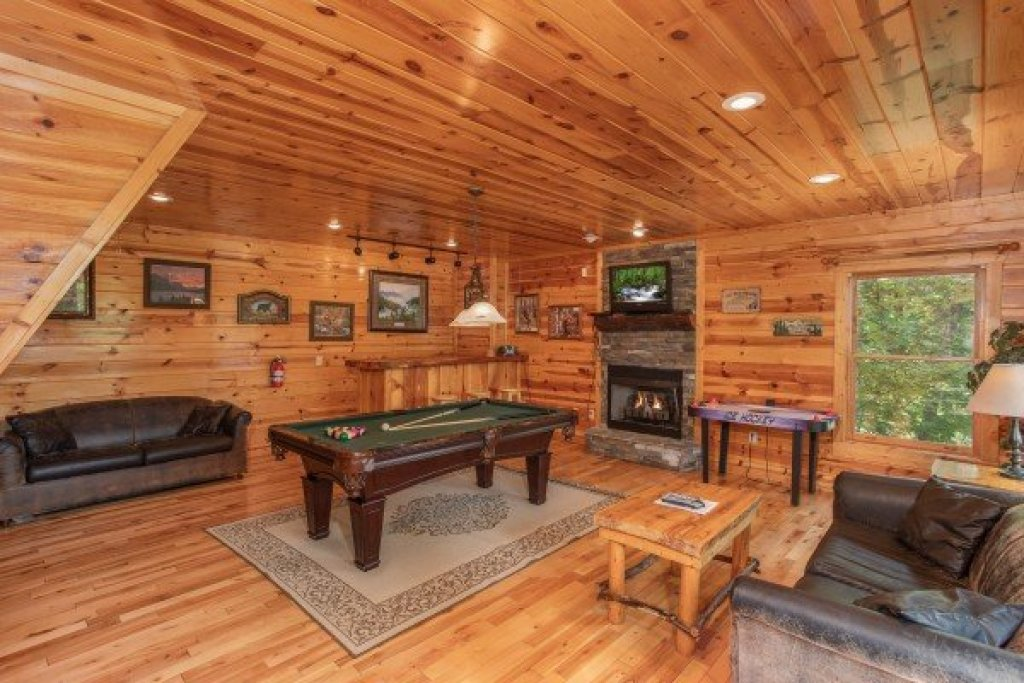 Photo of a Gatlinburg Cabin named Summit View - This is the seventeenth photo in the set.