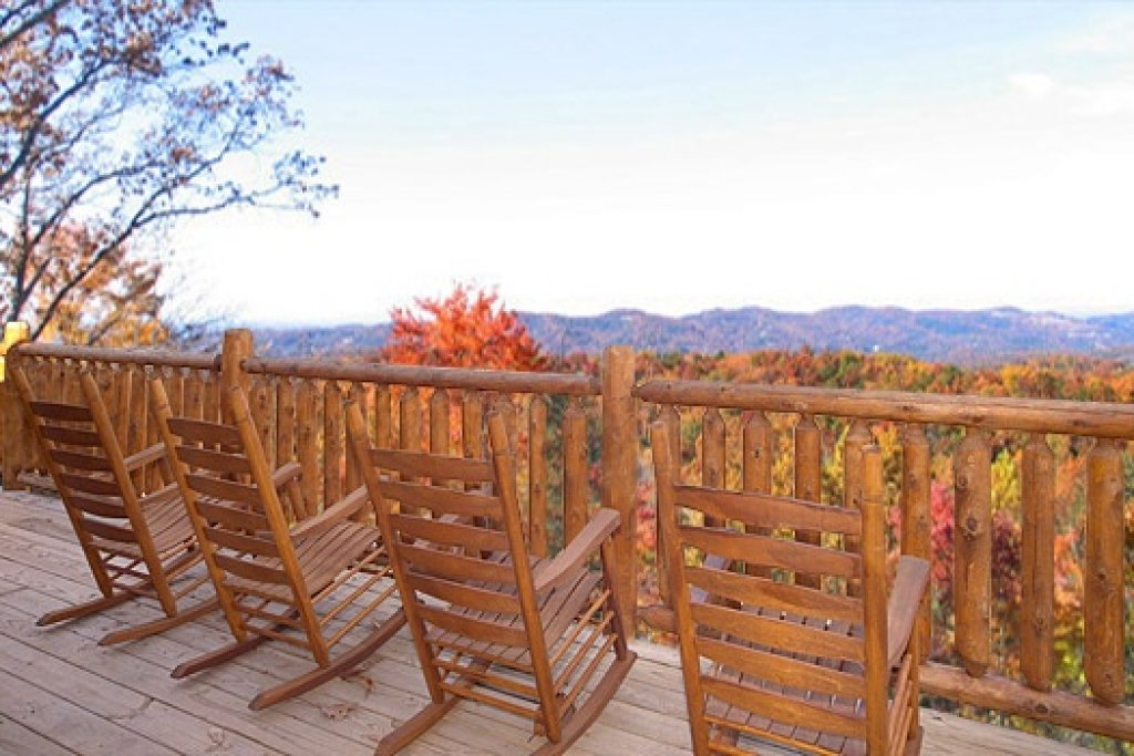 Photo of a Gatlinburg Cabin named Moose Mountain Lodge - This is the fourth photo in the set.