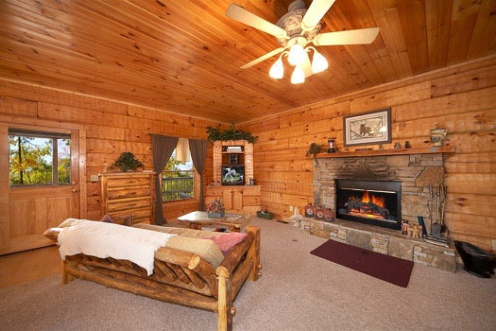 Photo of a Pigeon Forge Cabin named Mountain Memories - This is the third photo in the set.