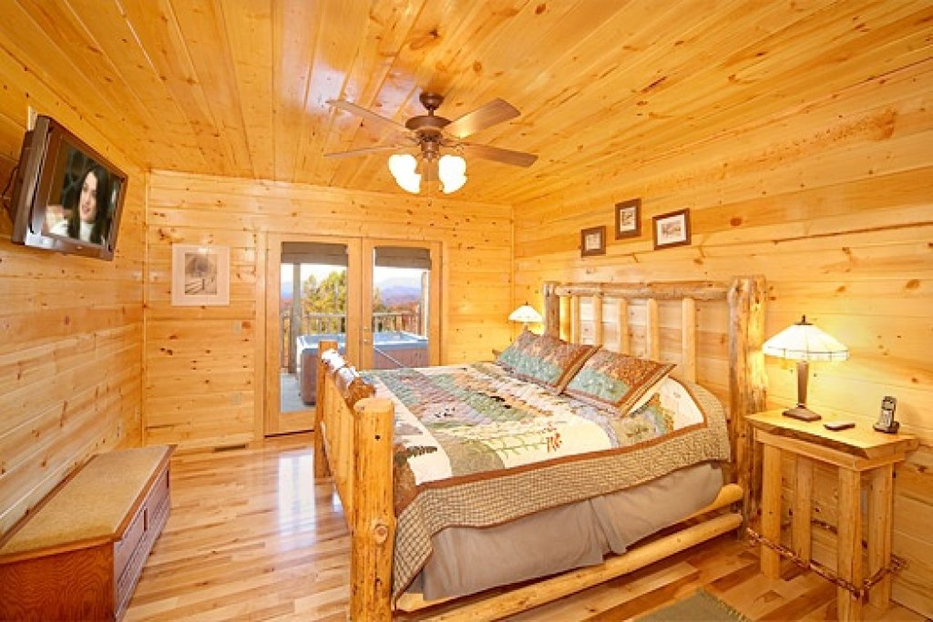 Photo of a Gatlinburg Cabin named Moose Mountain Lodge - This is the twelfth photo in the set.