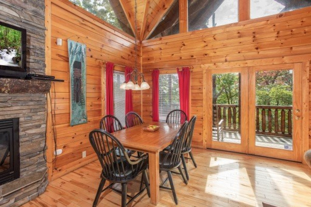 Photo of a Gatlinburg Cabin named Summit View - This is the fifth photo in the set.