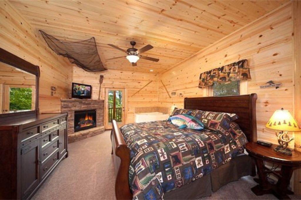 Photo of a Pigeon Forge Cabin named Log Wild! - This is the fourteenth photo in the set.
