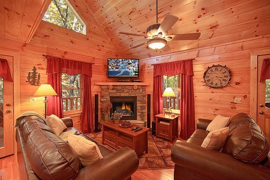 Photo of a Gatlinburg Cabin named Tucked Away - This is the second photo in the set.
