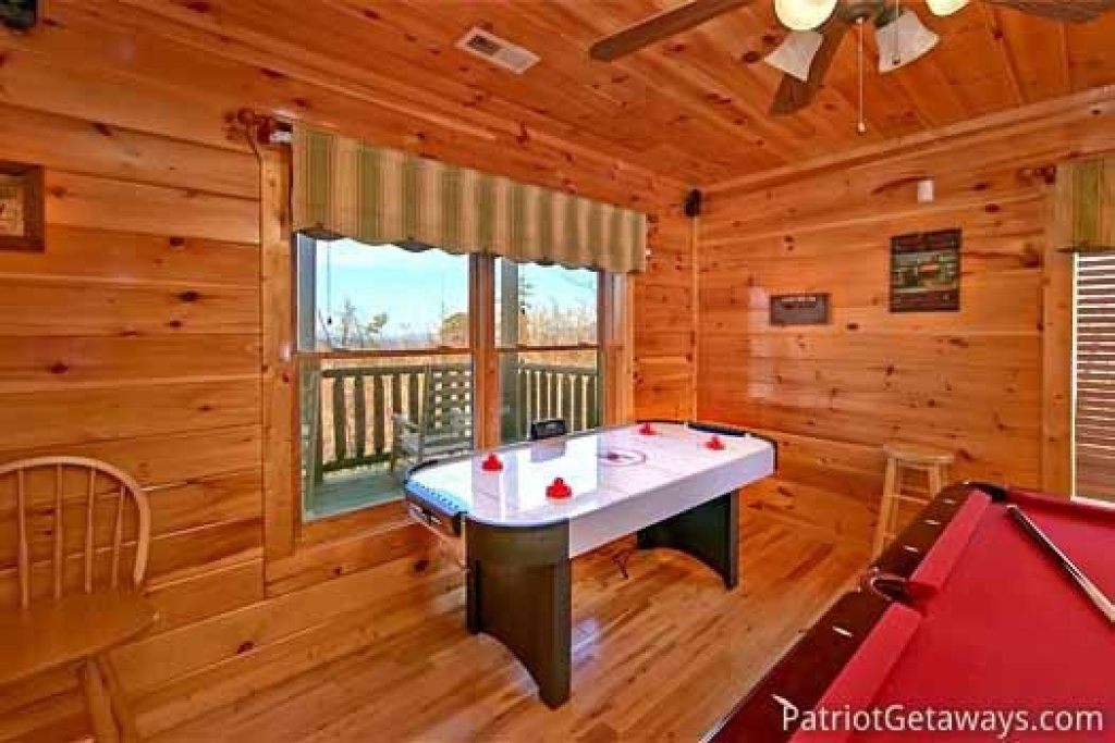 Photo of a Gatlinburg Cabin named Tree Top Lodge - This is the fifteenth photo in the set.