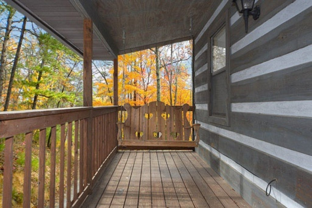 Photo of a Pigeon Forge Cabin named Raccoon's Rest - This is the twelfth photo in the set.