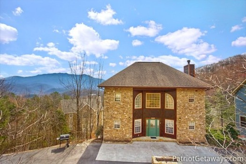 Photo of a Gatlinburg Cabin named Gatlinburg Getaway - This is the second photo in the set.