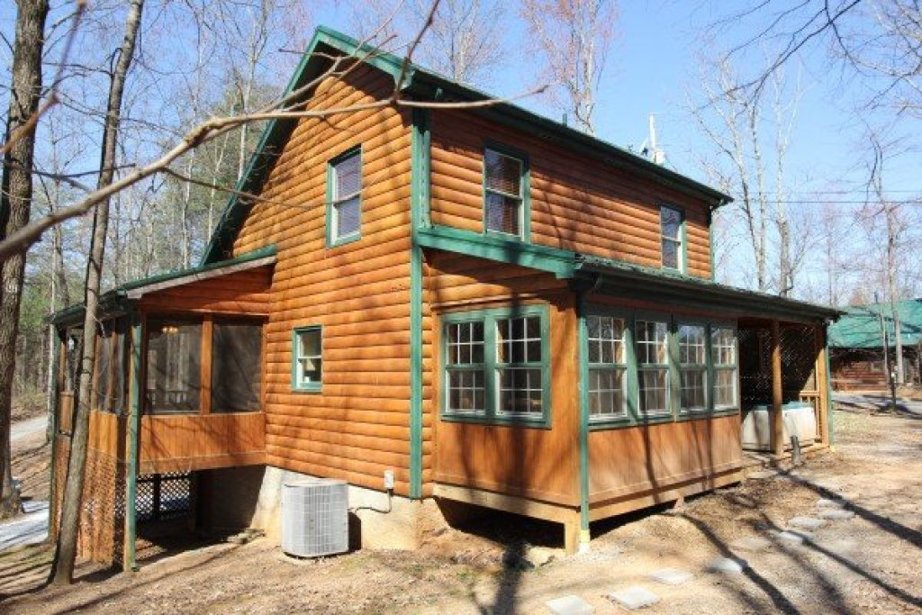 Photo of a Gatlinburg Cabin named Lucky Logs - This is the twentieth photo in the set.