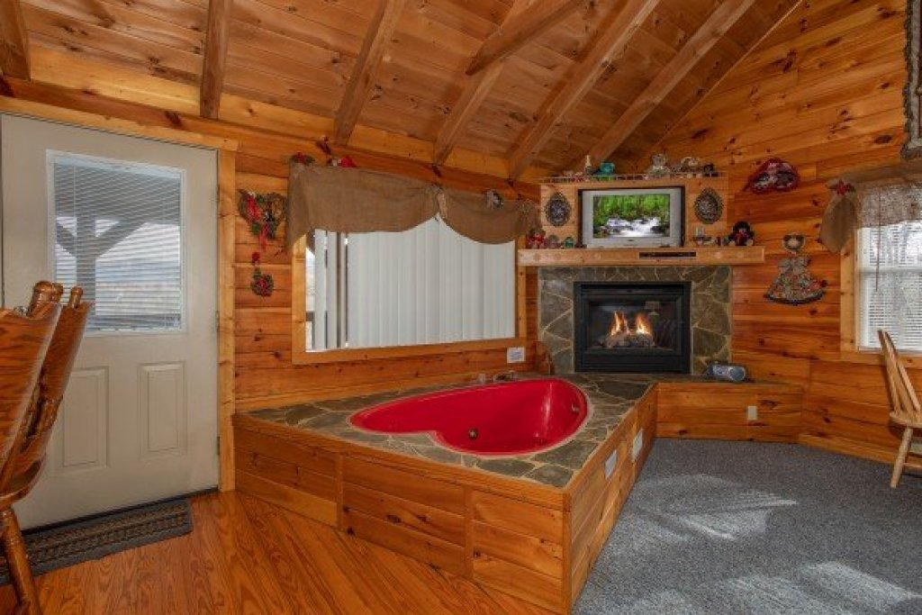 Photo of a Sevierville Cabin named Loving You - This is the second photo in the set.