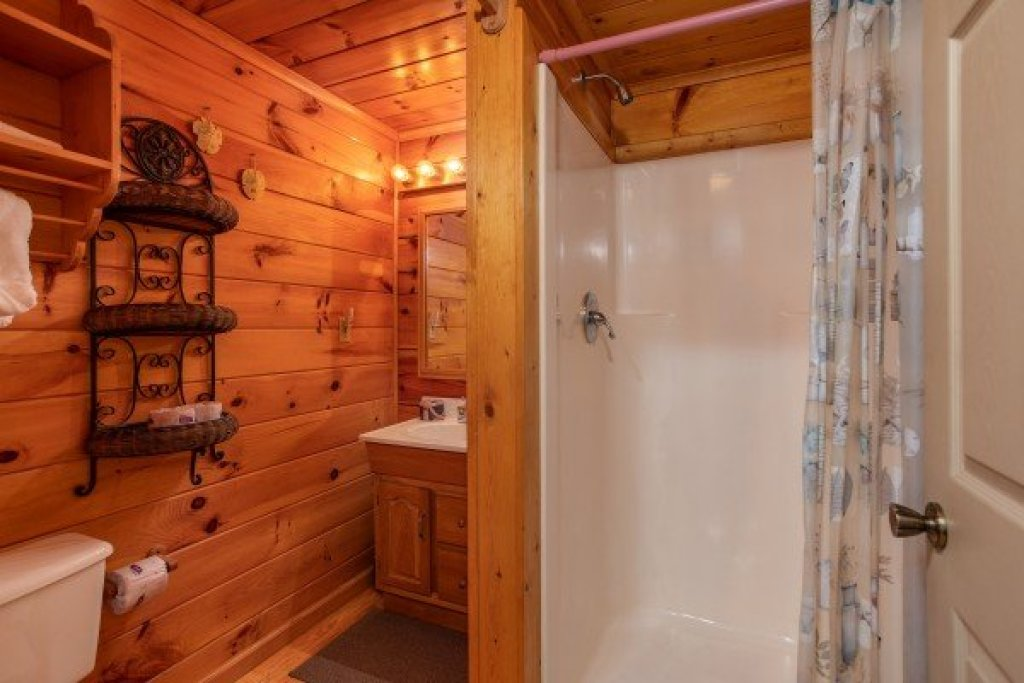 Photo of a Sevierville Cabin named Forever Yours - This is the tenth photo in the set.