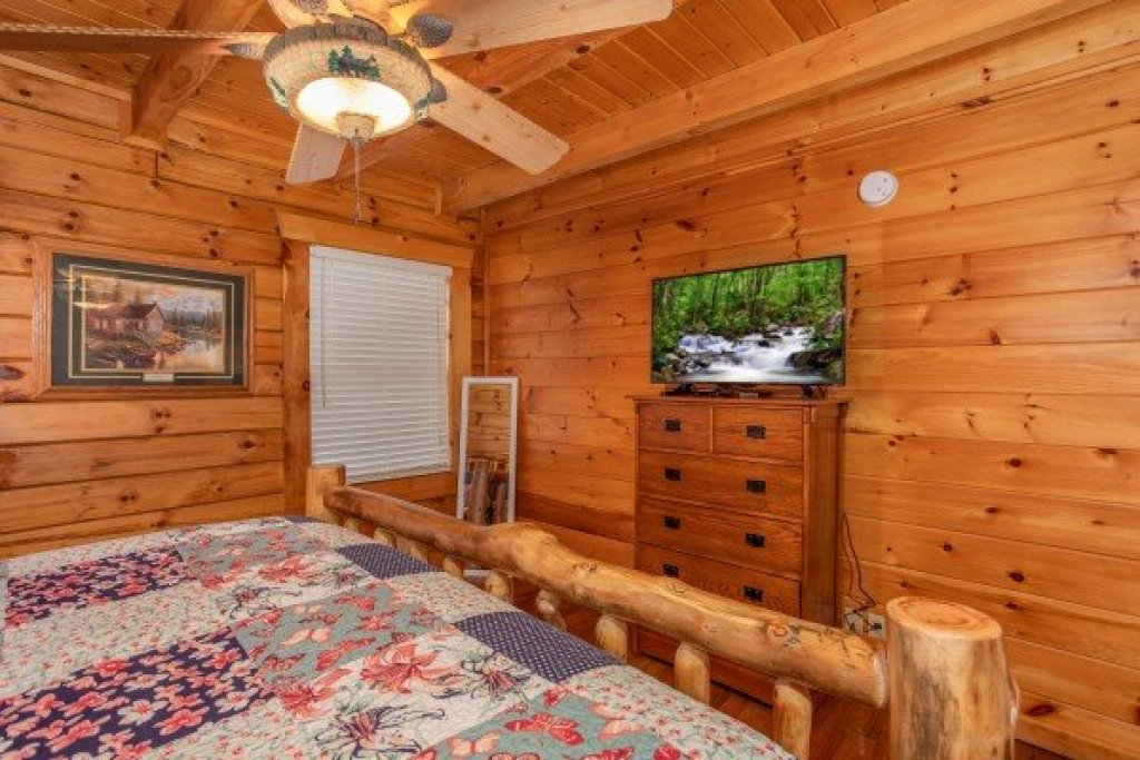 Photo of a Pigeon Forge Cabin named The Cowboy Way - This is the twelfth photo in the set.