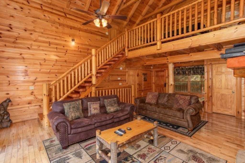 Photo of a Pigeon Forge Cabin named Log Wild! - This is the sixth photo in the set.
