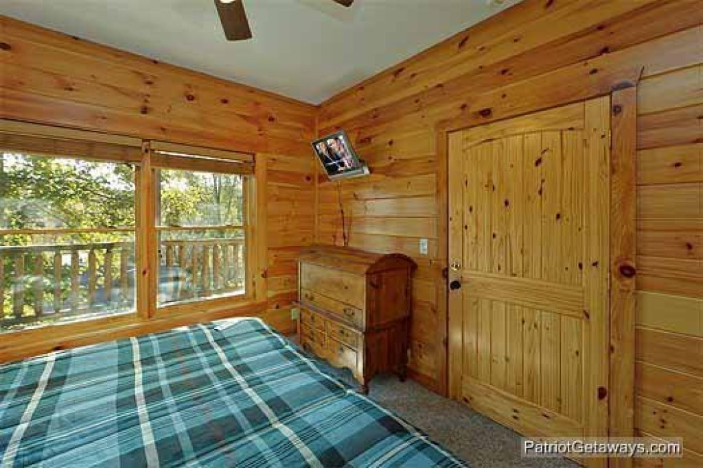 Photo of a Pigeon Forge Cabin named Logged Out - This is the twelfth photo in the set.