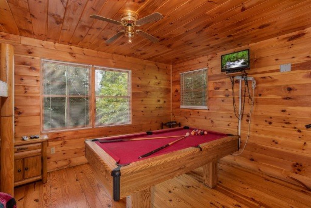 Photo of a Gatlinburg Cabin named Fishing Bears - This is the seventh photo in the set.