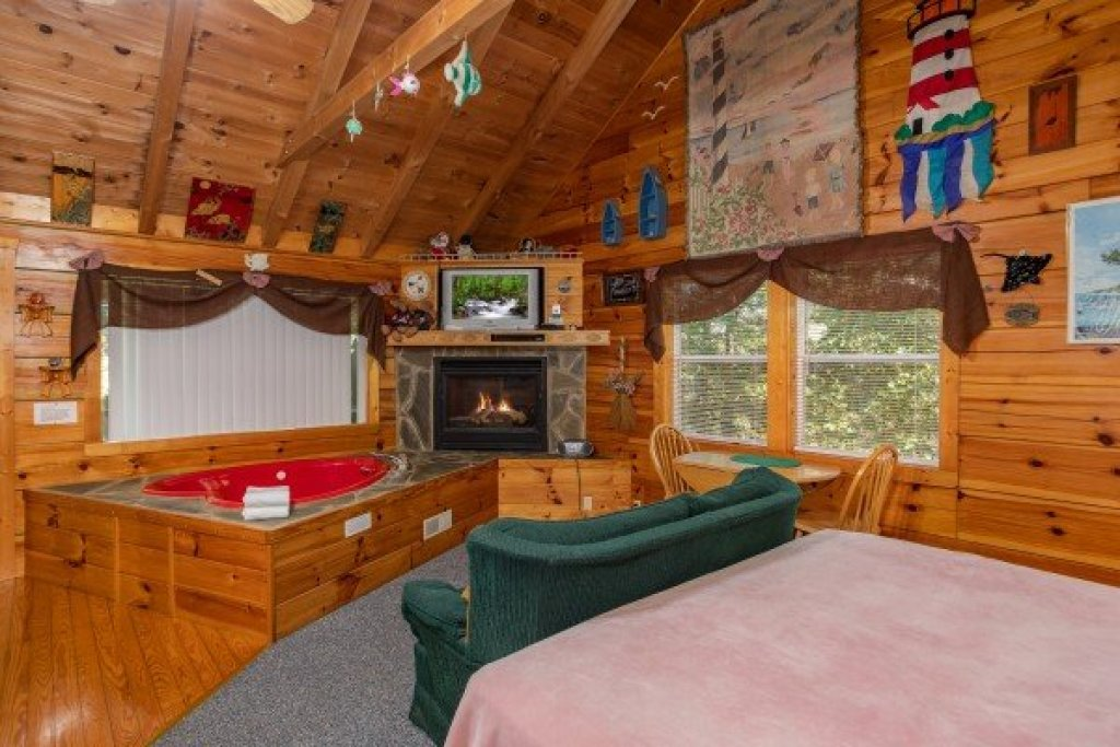 Photo of a Sevierville Cabin named Forever Yours - This is the sixth photo in the set.