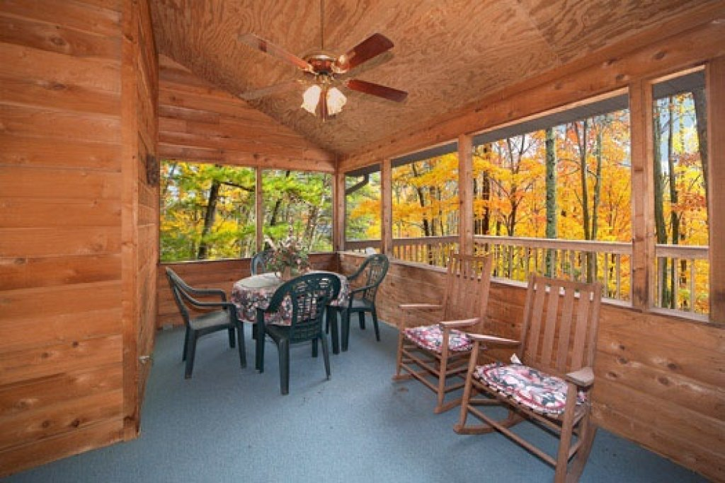 Photo of a Pigeon Forge Cabin named Raccoon's Rest - This is the eleventh photo in the set.