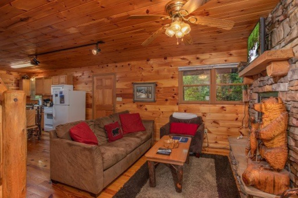 Photo of a Gatlinburg Cabin named Fishing Bears - This is the third photo in the set.