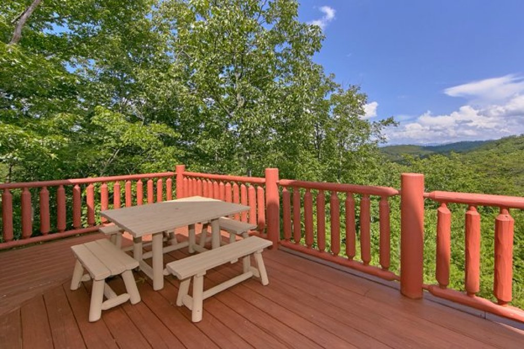 Photo of a Sevierville Cabin named Mountain Wonderland - This is the thirty-second photo in the set.