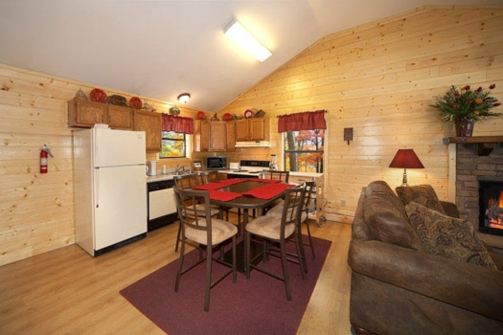 Photo of a Pigeon Forge Cabin named Raccoon's Rest - This is the fourth photo in the set.