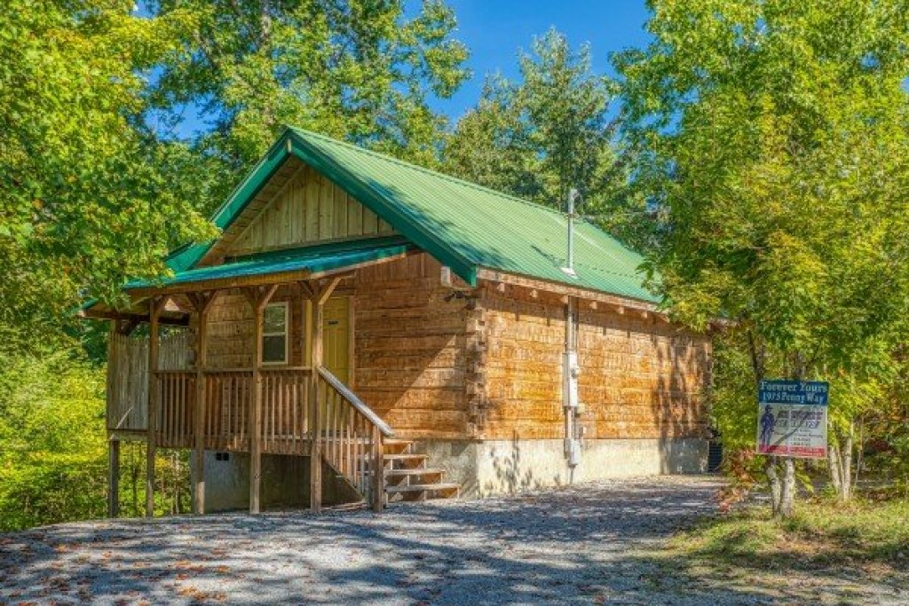 Photo of a Sevierville Cabin named Forever Yours - This is the first photo in the set.