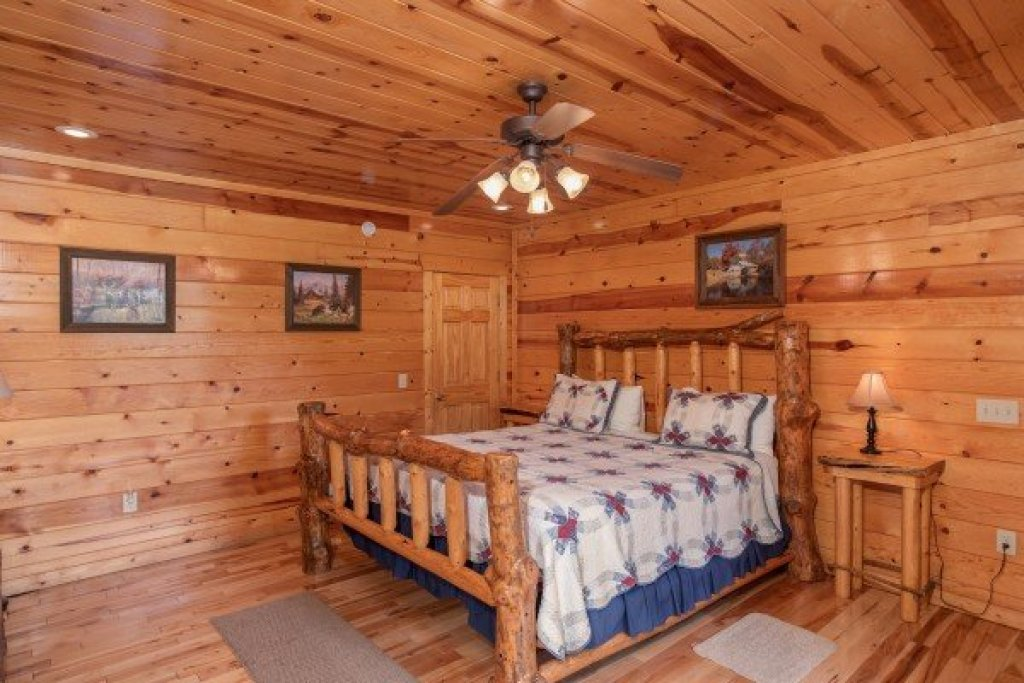 Photo of a Gatlinburg Cabin named Summit View - This is the ninth photo in the set.