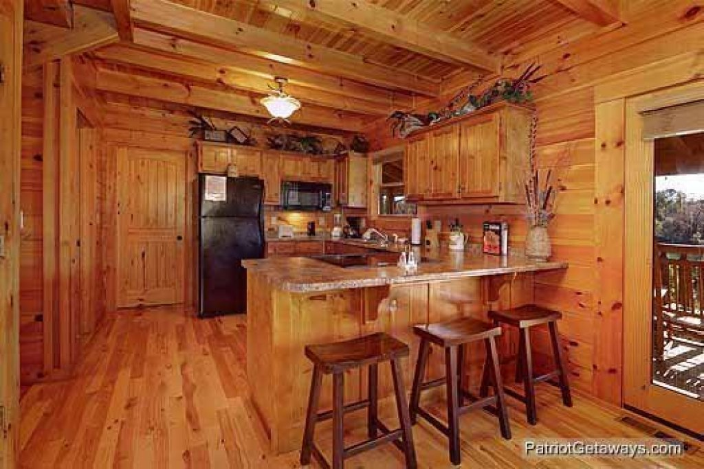 Photo of a Pigeon Forge Cabin named Logged Out - This is the fourth photo in the set.