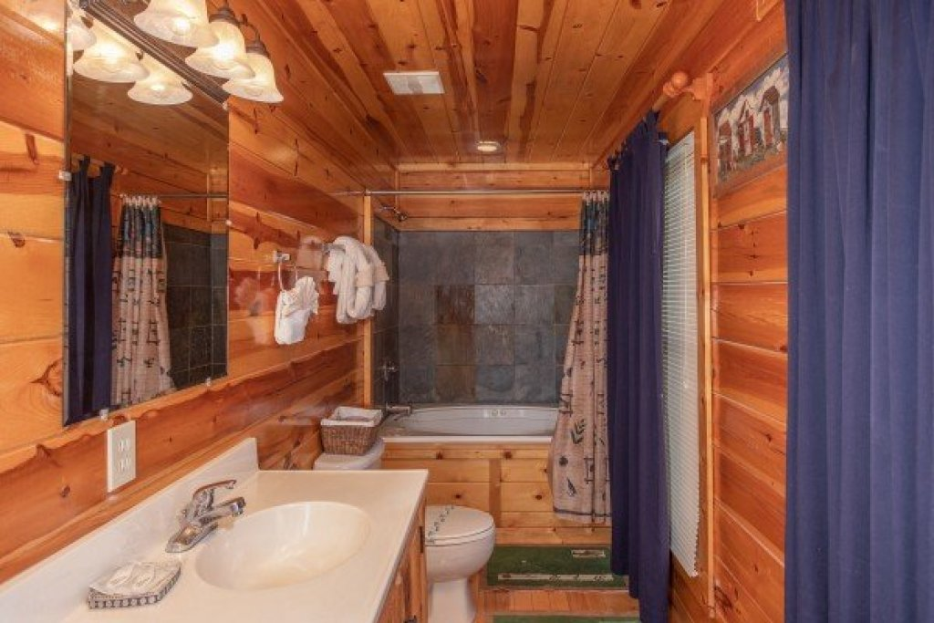 Photo of a Gatlinburg Cabin named Summit View - This is the twentieth photo in the set.