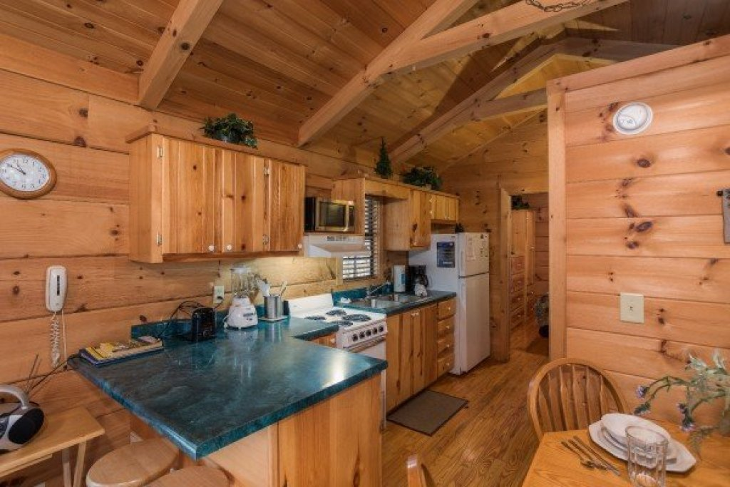 Photo of a Gatlinburg Cabin named Boogie Bear - This is the fifth photo in the set.