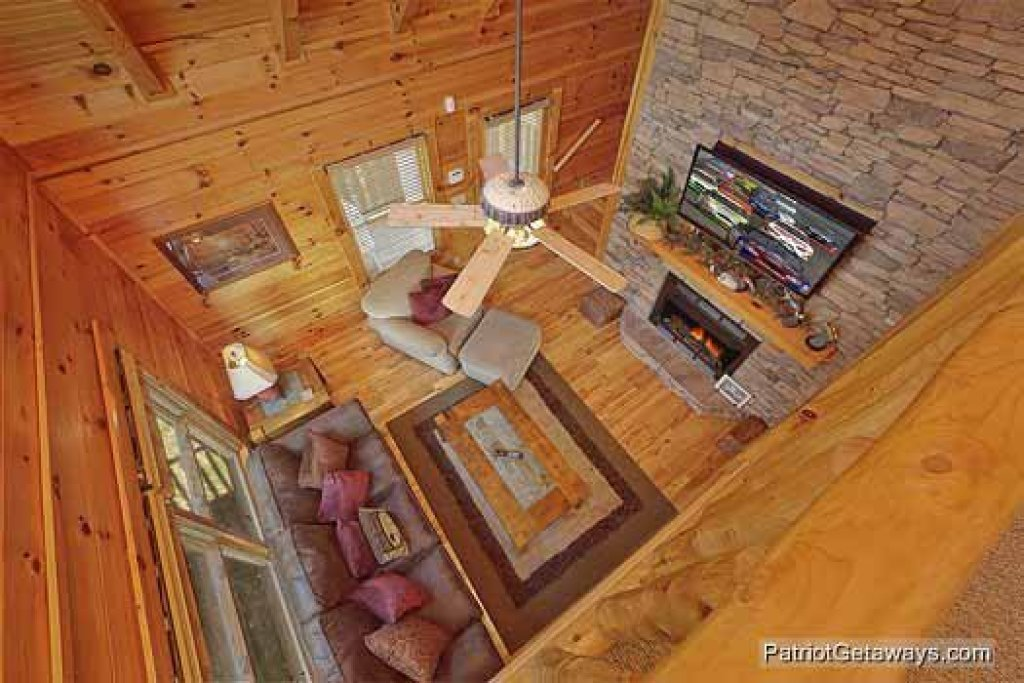 Photo of a Pigeon Forge Cabin named Logged Out - This is the sixth photo in the set.