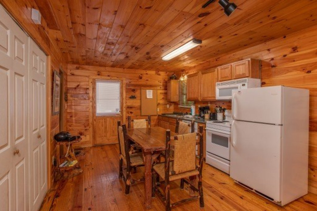 Photo of a Gatlinburg Cabin named Fishing Bears - This is the fifth photo in the set.