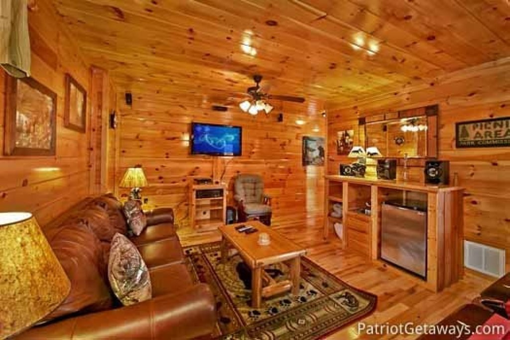 Photo of a Gatlinburg Cabin named Tree Top Lodge - This is the fourteenth photo in the set.