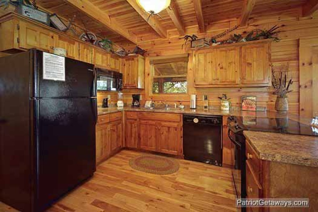 Photo of a Pigeon Forge Cabin named Logged Out - This is the third photo in the set.