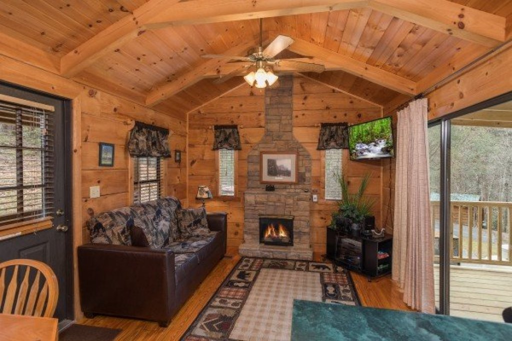 Photo of a Gatlinburg Cabin named Boogie Bear - This is the second photo in the set.
