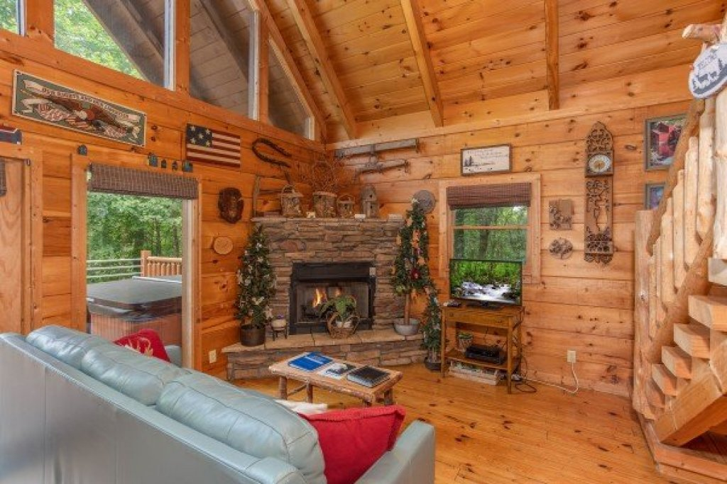 Photo of a Sevierville Cabin named Aw Paw's Place - This is the second photo in the set.