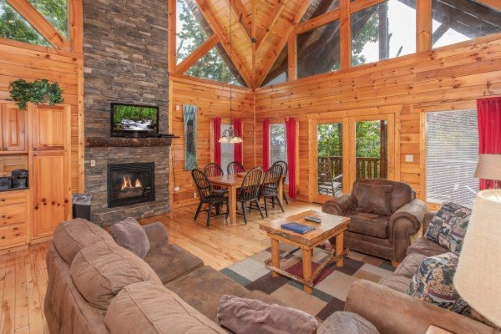 Photo of a Gatlinburg Cabin named Summit View - This is the third photo in the set.