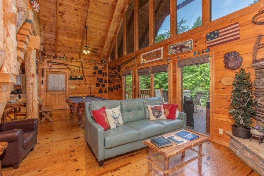 Photo of a Sevierville Cabin named Aw Paw's Place - This is the third photo in the set.