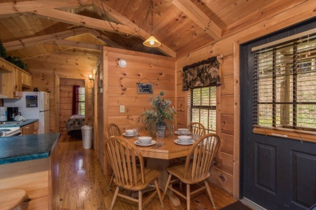 Photo of a Gatlinburg Cabin named Boogie Bear - This is the fourth photo in the set.