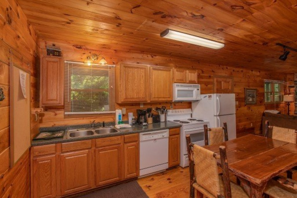 Photo of a Gatlinburg Cabin named Fishing Bears - This is the fourth photo in the set.