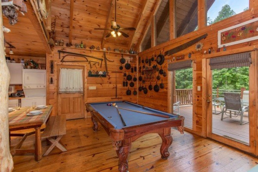 Photo of a Sevierville Cabin named Aw Paw's Place - This is the ninth photo in the set.