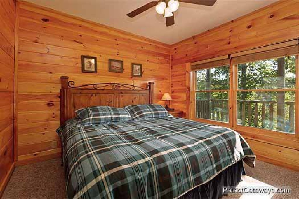 Photo of a Pigeon Forge Cabin named Logged Out - This is the eleventh photo in the set.