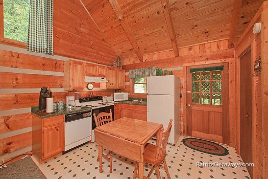 Photo of a Sevierville Cabin named Call Of The Wild - This is the third photo in the set.