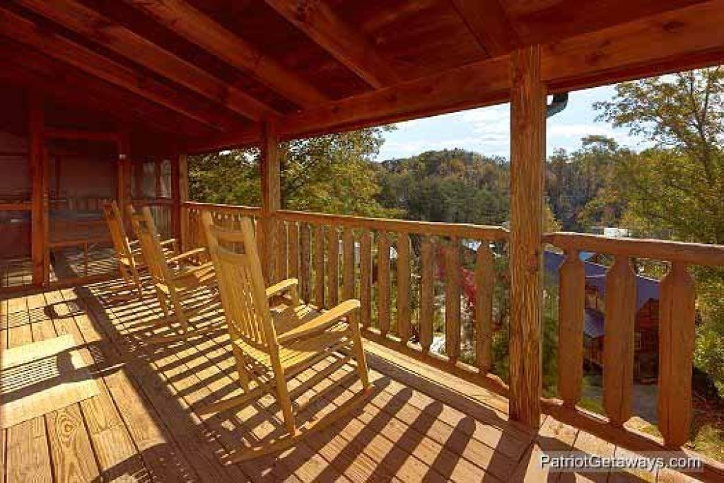 Photo of a Pigeon Forge Cabin named Logged Out - This is the sixteenth photo in the set.