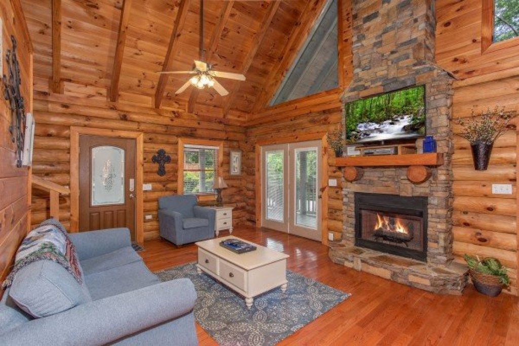 Photo of a Pigeon Forge Cabin named Alpine Something Blue - This is the third photo in the set.