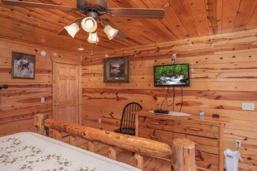 Photo of a Gatlinburg Cabin named Summit View - This is the nineteenth photo in the set.