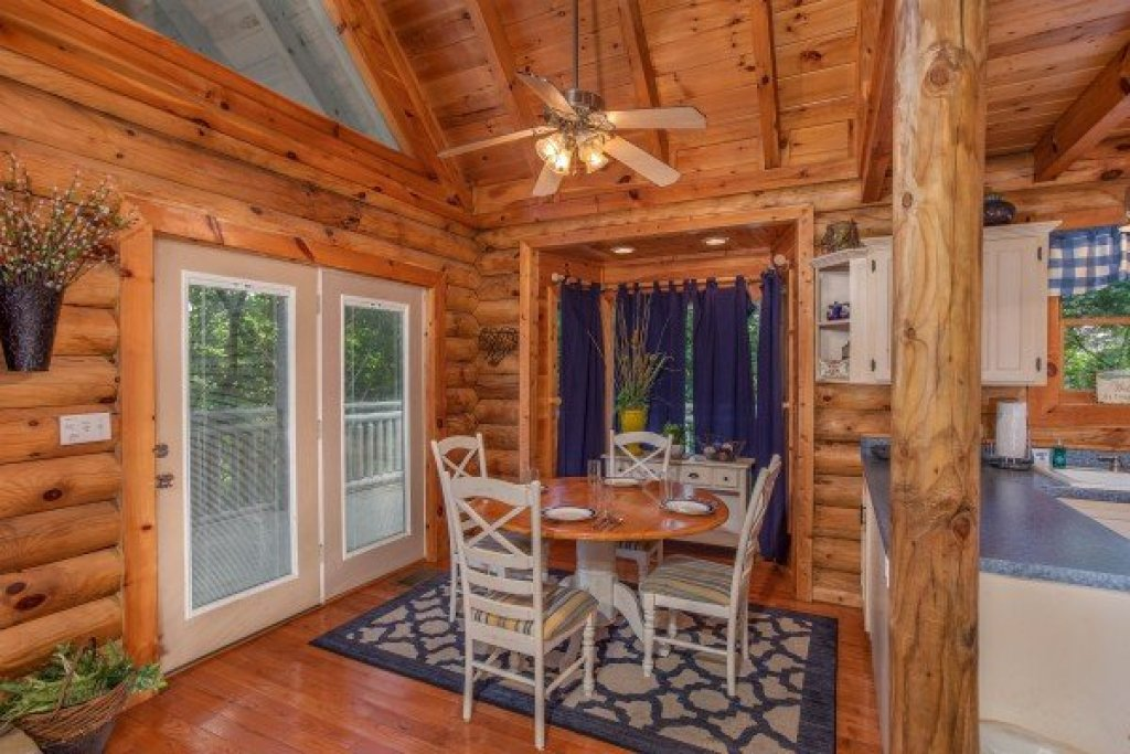 Photo of a Pigeon Forge Cabin named Alpine Something Blue - This is the fifth photo in the set.
