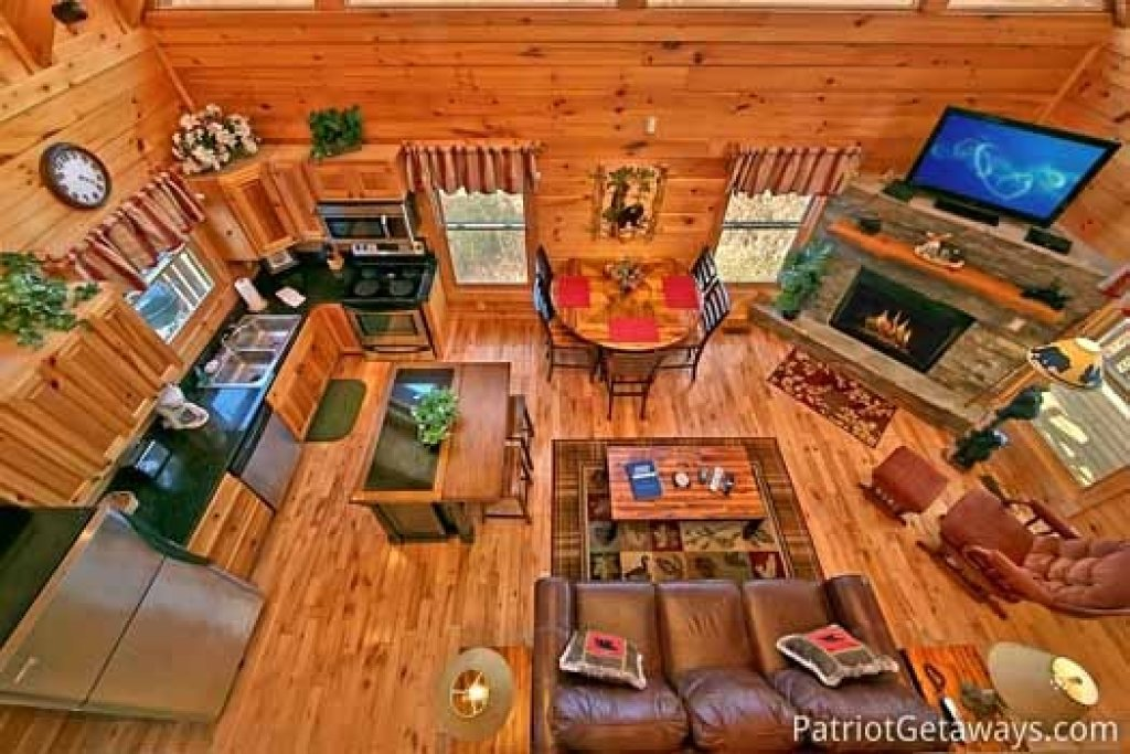 Photo of a Gatlinburg Cabin named Tree Top Lodge - This is the second photo in the set.