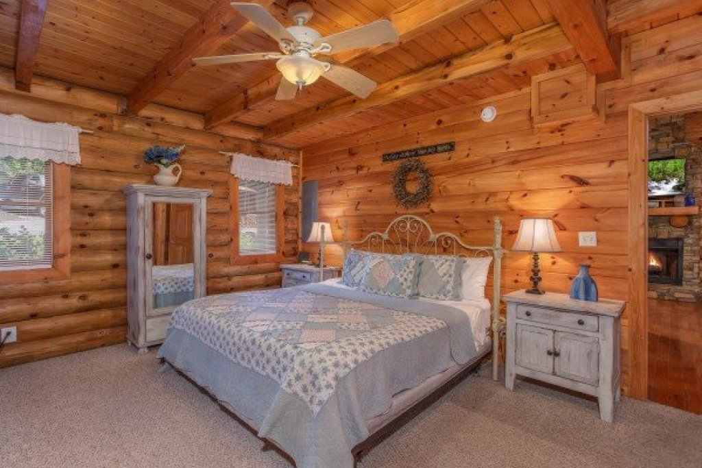Photo of a Pigeon Forge Cabin named Alpine Something Blue - This is the eighth photo in the set.